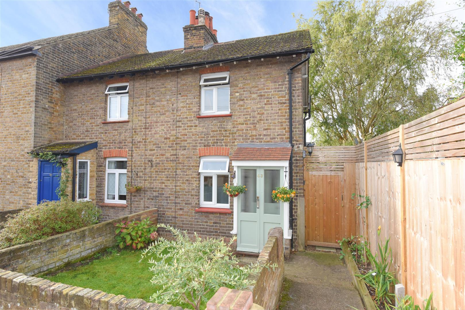 2 Bedrooms End Of Terrace House for sale in Manor Road, Walton-On-Thames